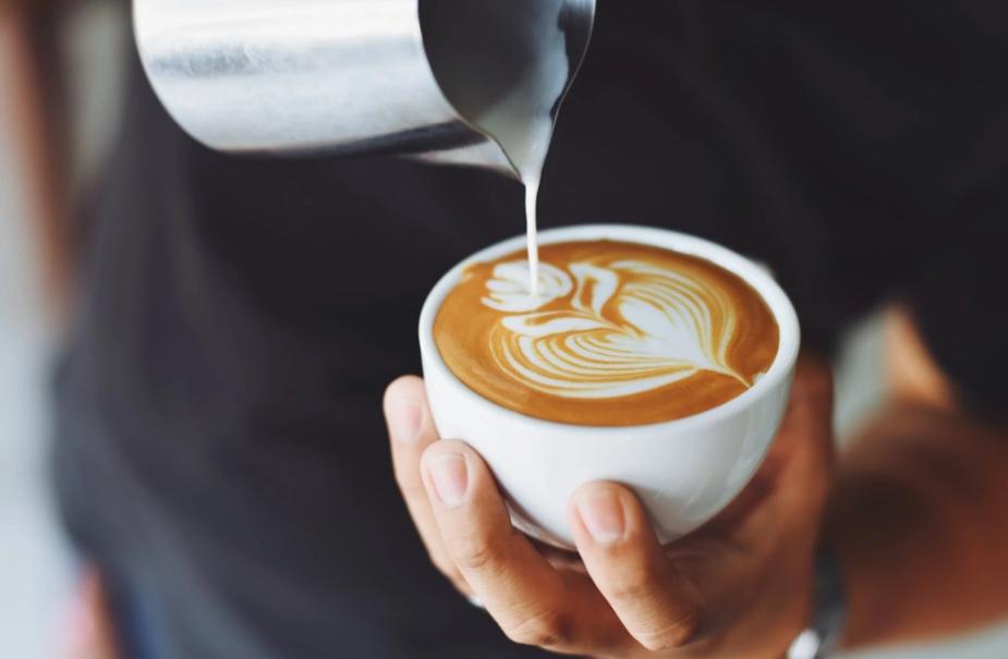 """绑架""""中国咖啡"""" 瑞幸咖啡的坏何止财务造假"""